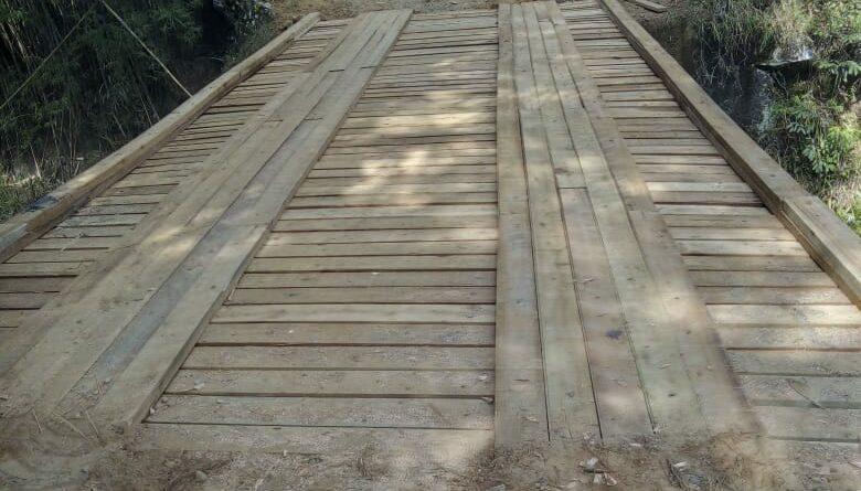 Secretaria da Agricultura realiza manutenção de ponte na Estrada dos Pilões